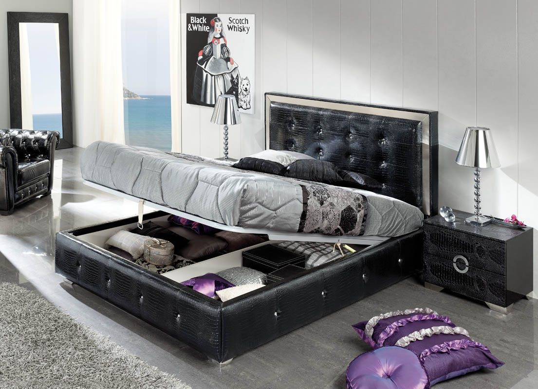 Черная кожаная кровать