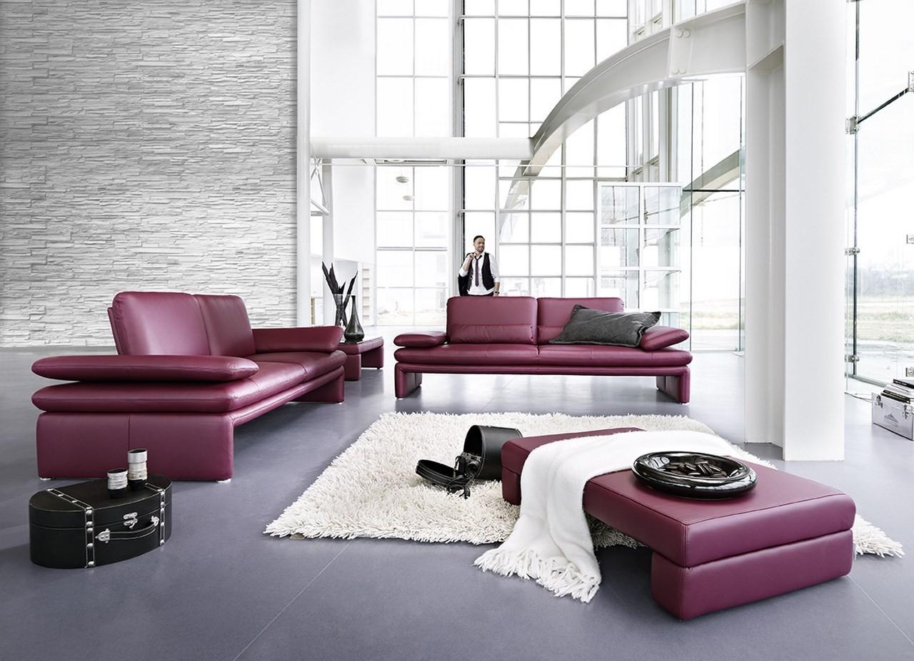 Фиолетовый кожаный диван