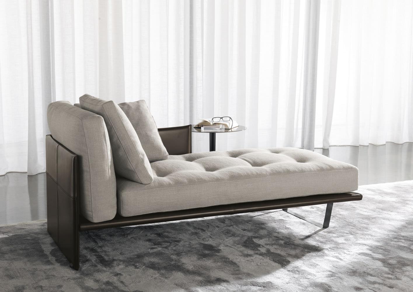 Кожаный диван кушетка