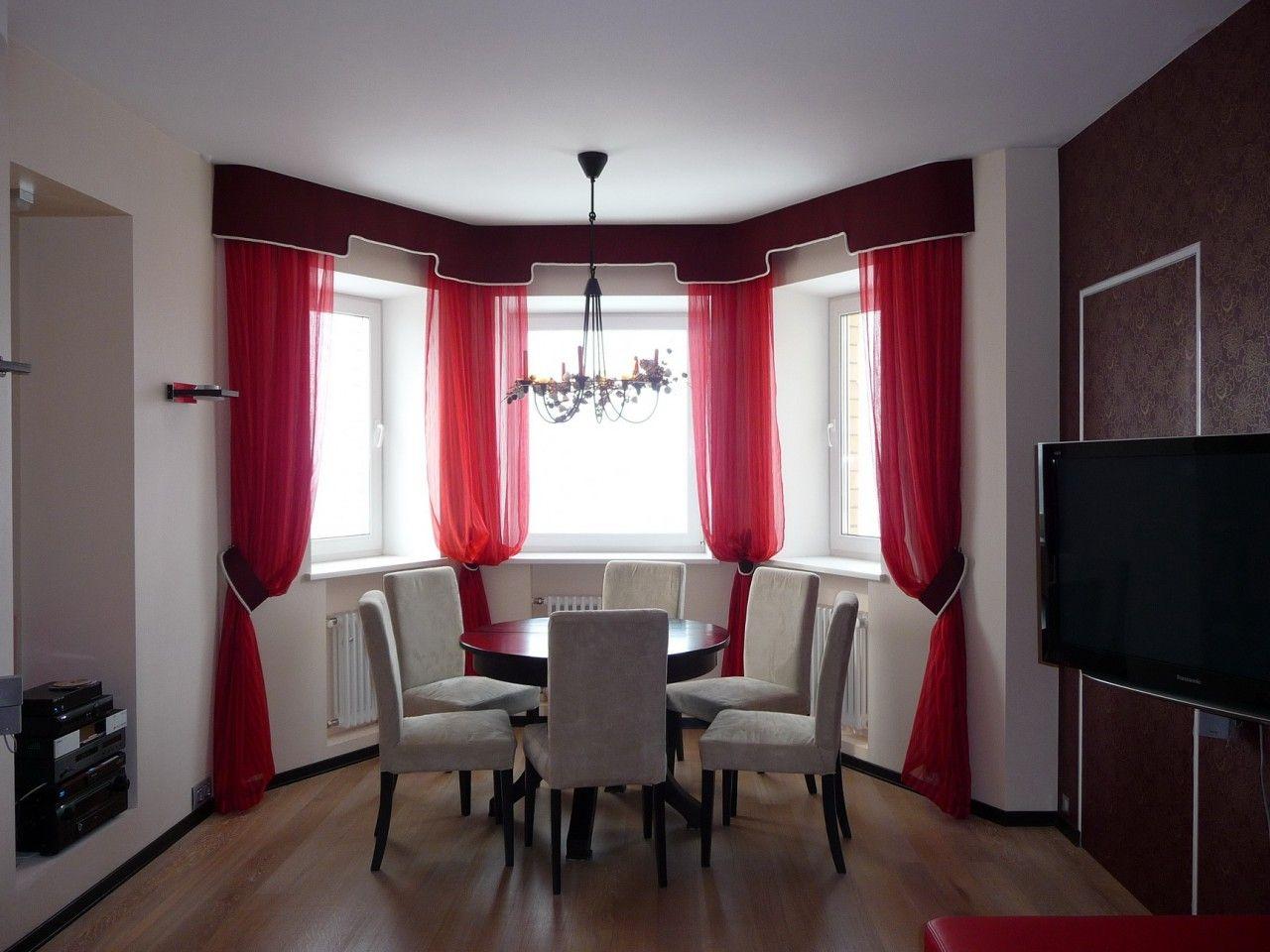 Красные шторы для эркера