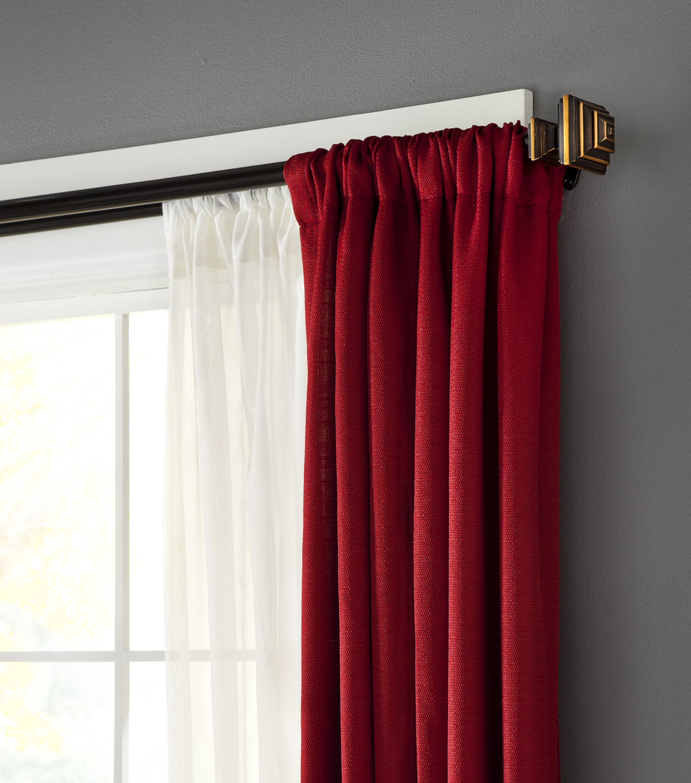 Двойные красные шторы