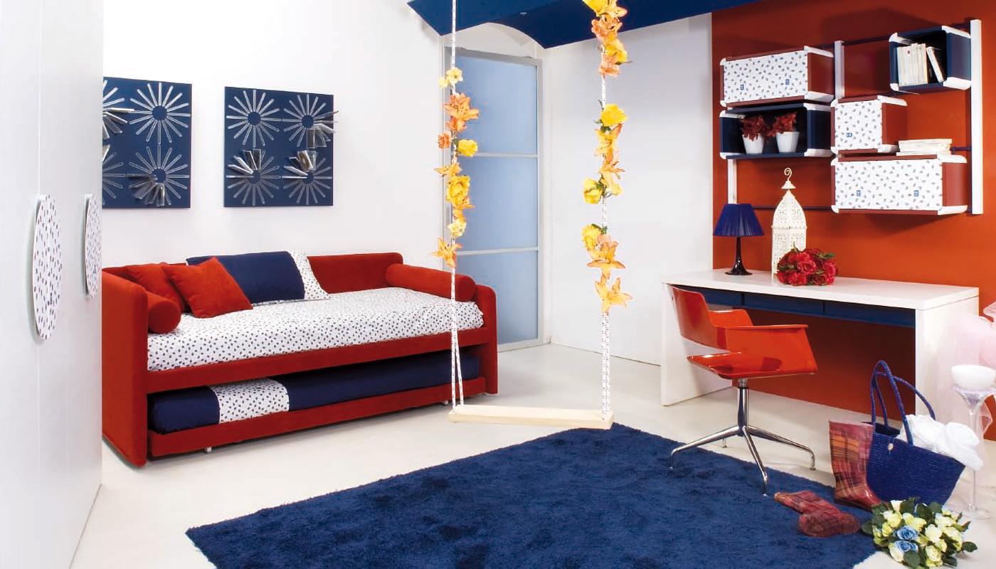 Красный диван для подростка