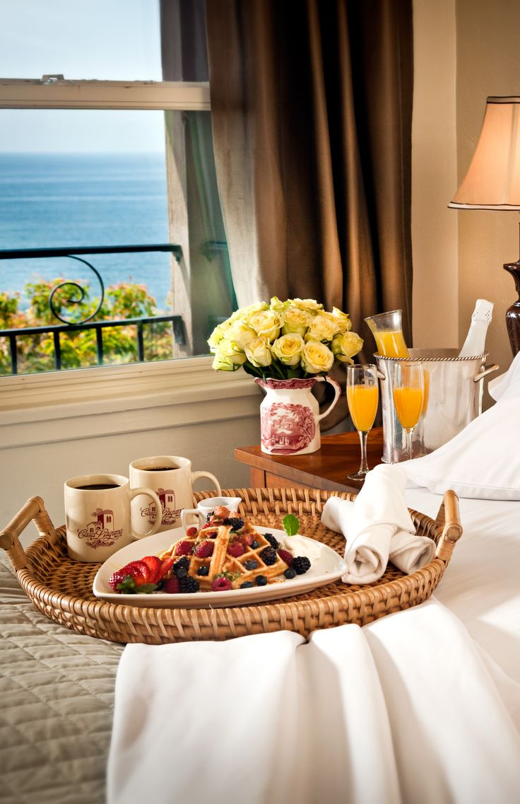 Столик для завтрака круглый