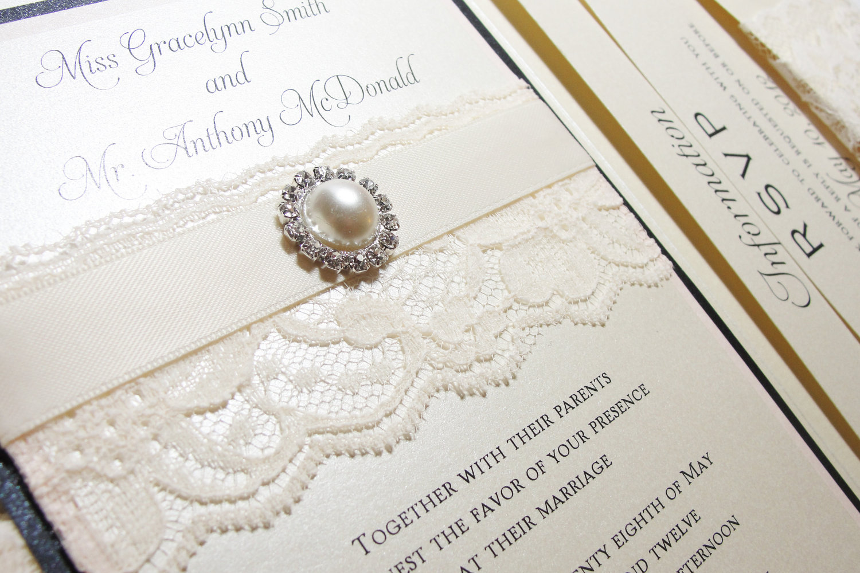 Приглашение на свадьбу с кружевом