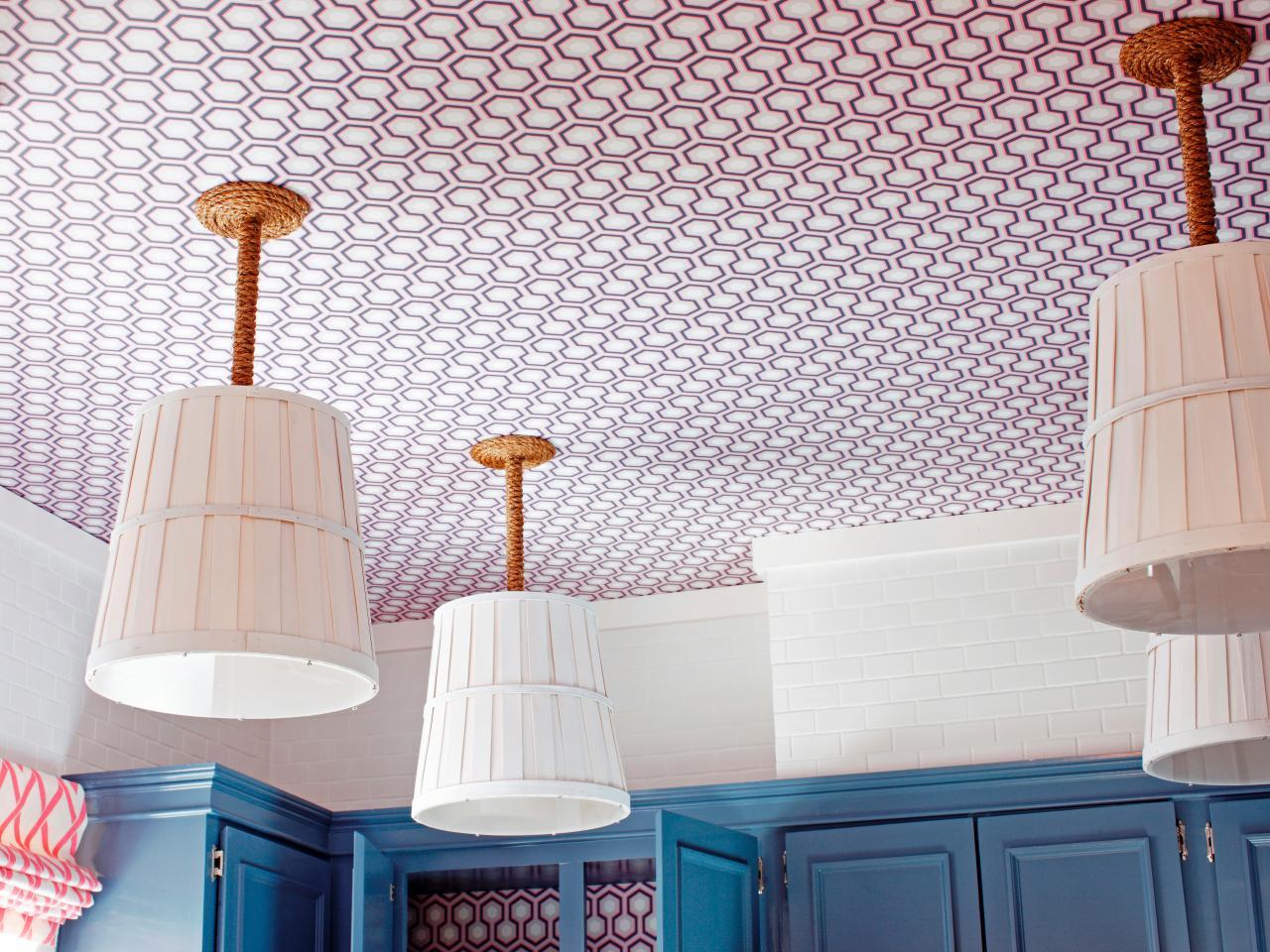 Обои на потолок: как выбрать идеальный отделочный материал (23 фото)