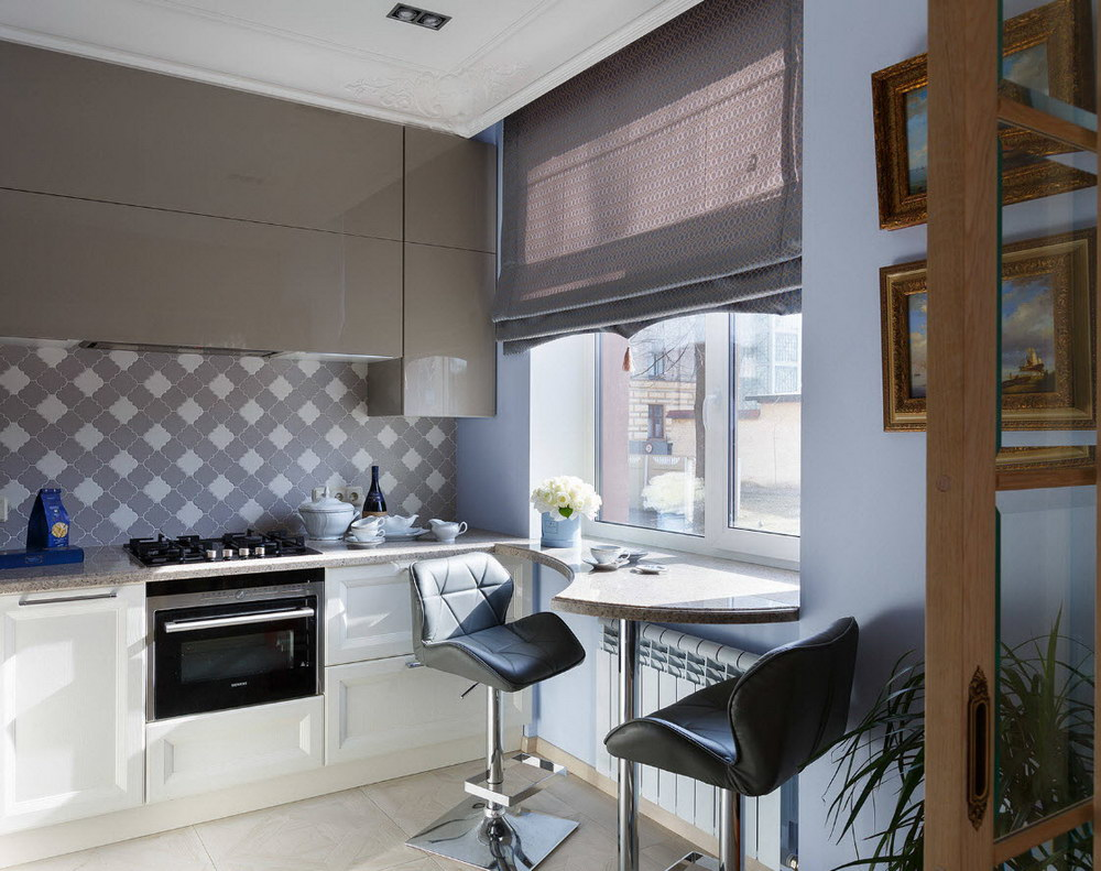 Узкие шторы на кухне