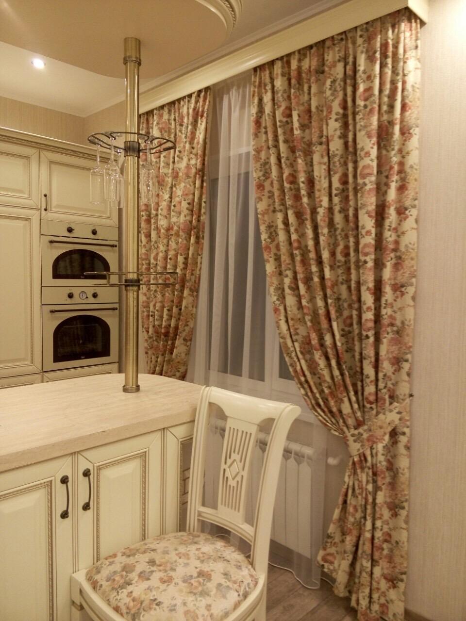 Багетные шторы на кухне