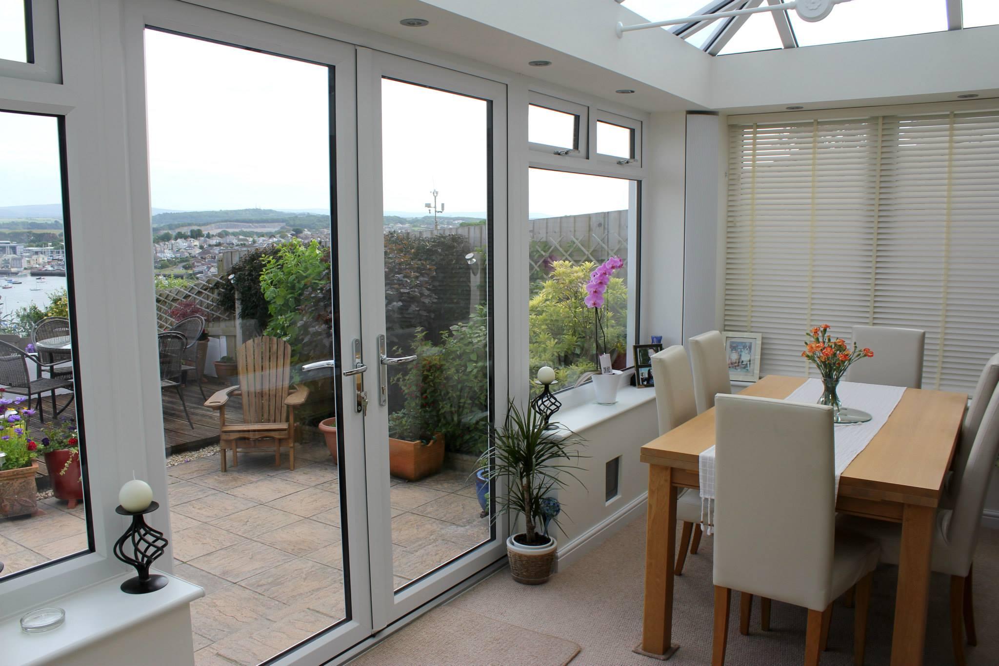 Дизайн балконной двери на кухне