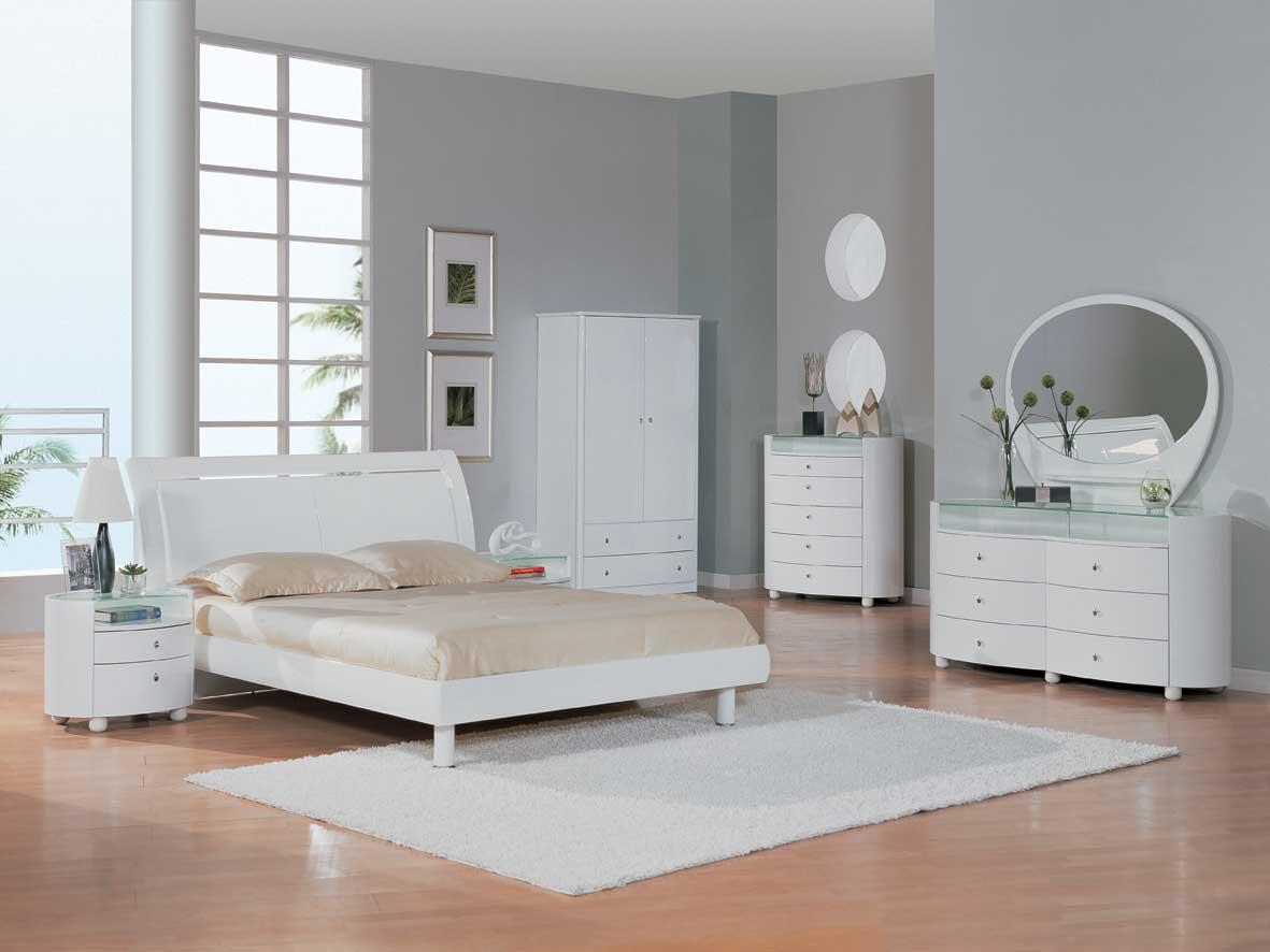 Белая мебель в лаконичном дизайне