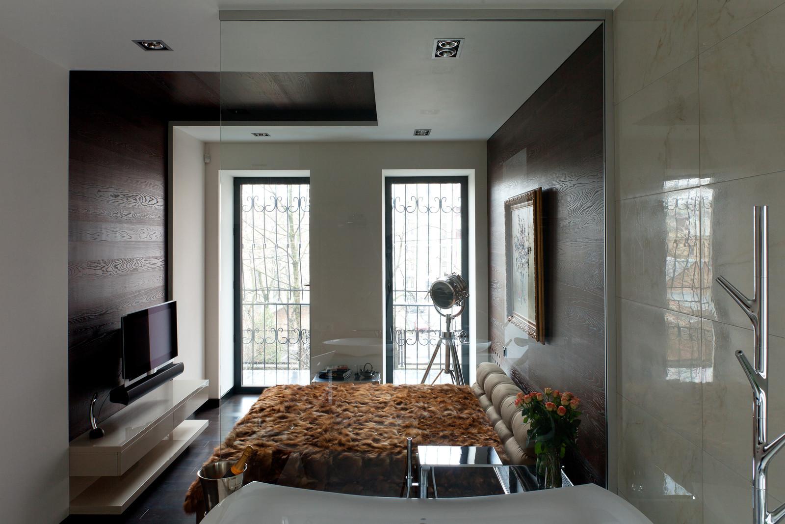 Ламинат на стене спальни в хрущевке