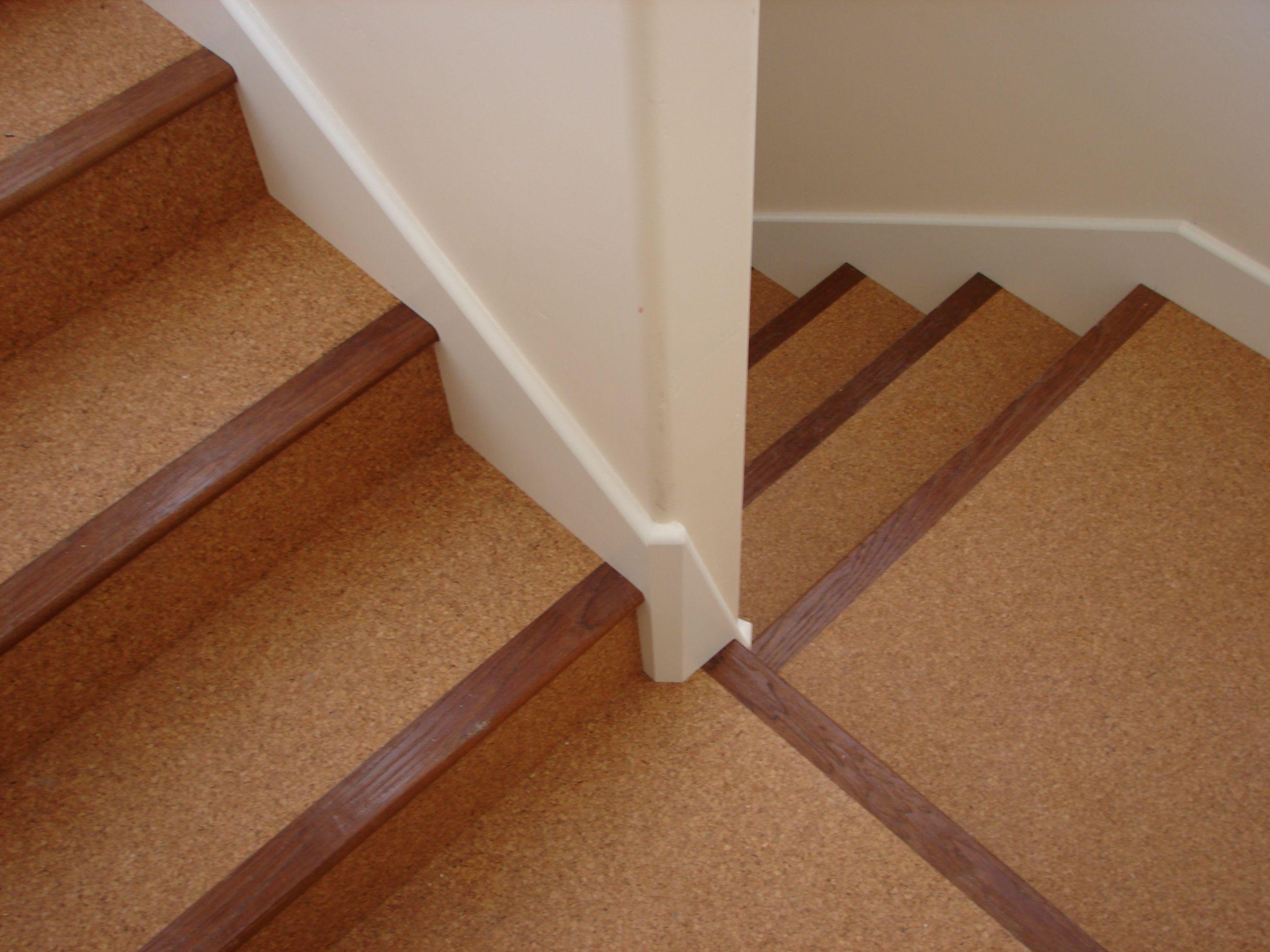 Пробковый ламинат на лестнице