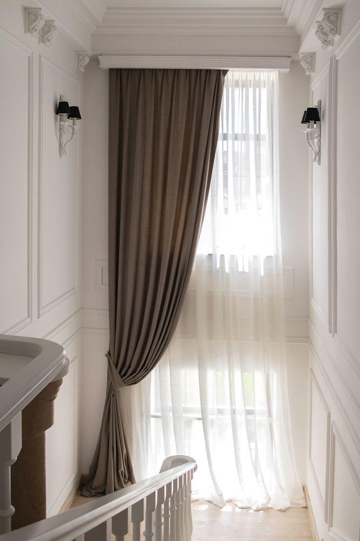 Узкие шторы на лестнице