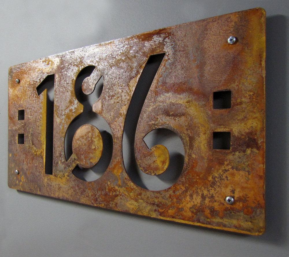 Табличка на дом в стиле лофт