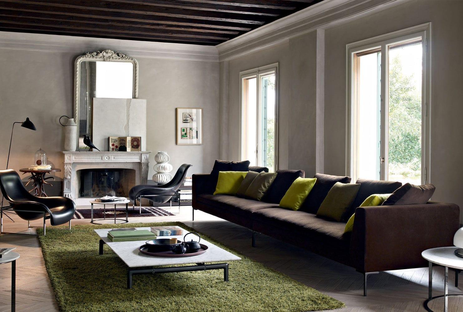 Коричневый диван в стиле лофт