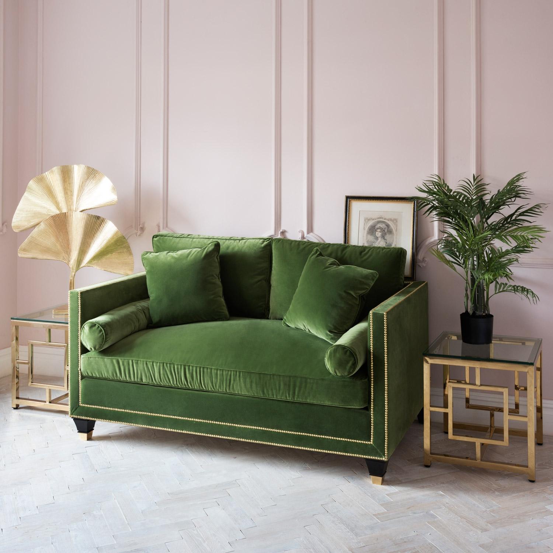 Зеленый маленький диван