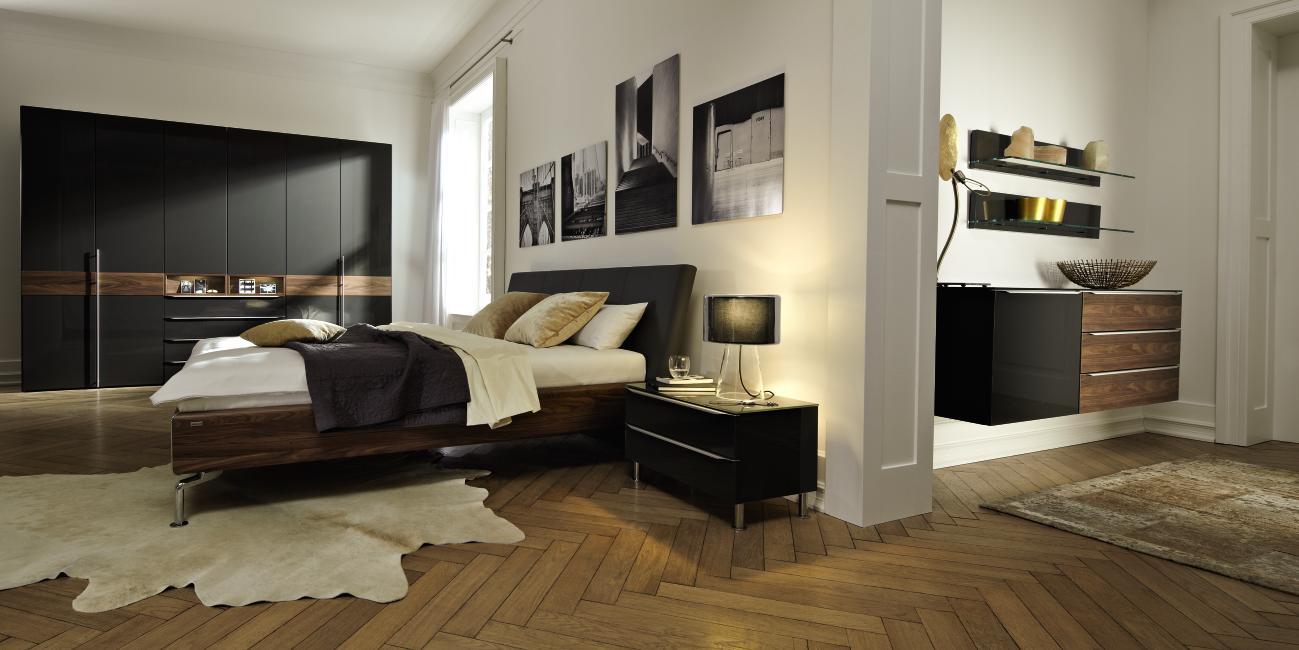Черная матовая кровать