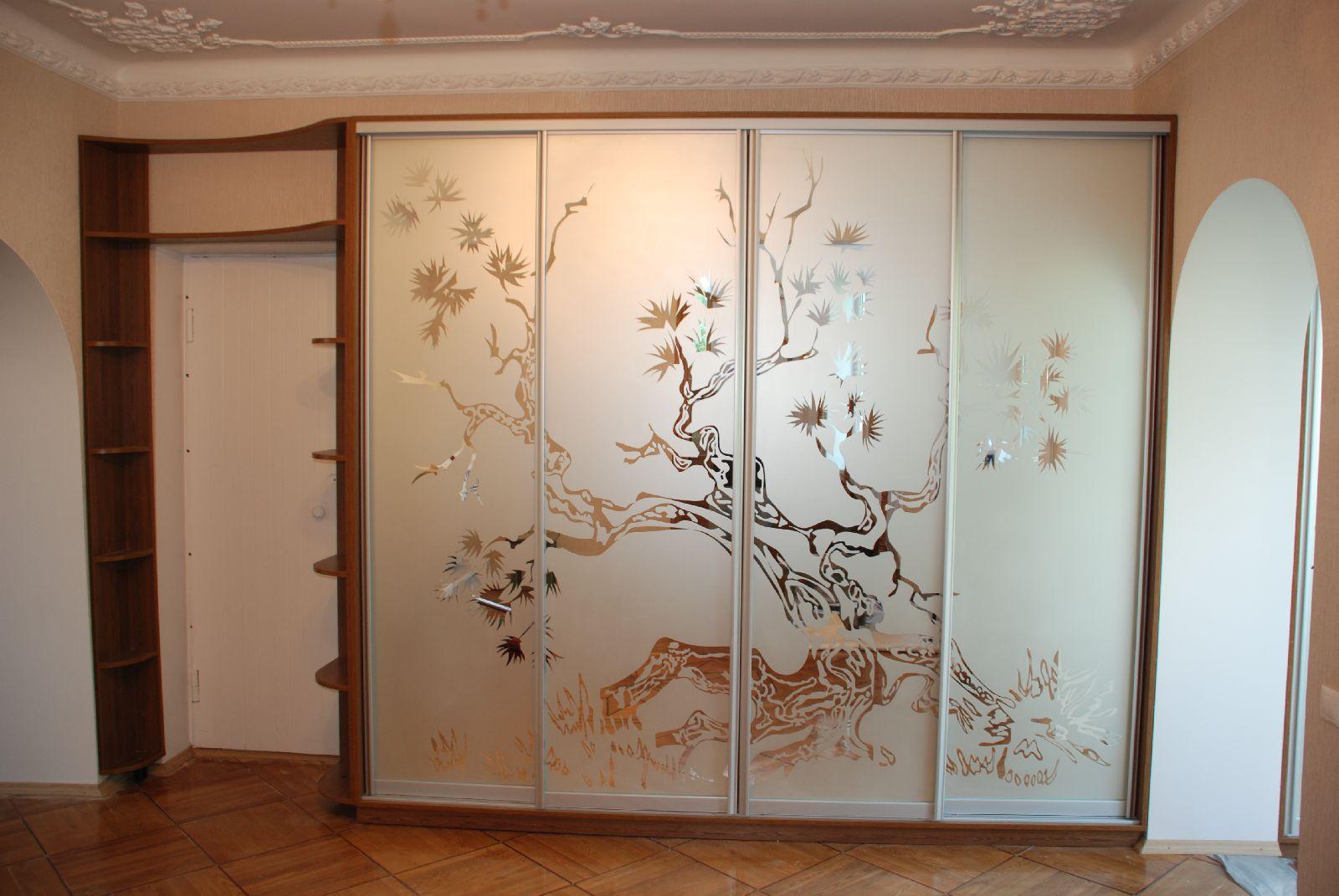 Двери для шкафа из матового стекла с рисунком