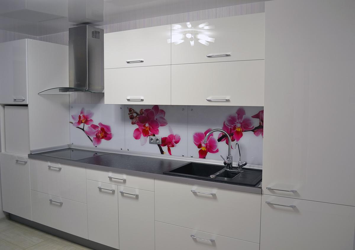 Белая глянцевая кухня из МДФ