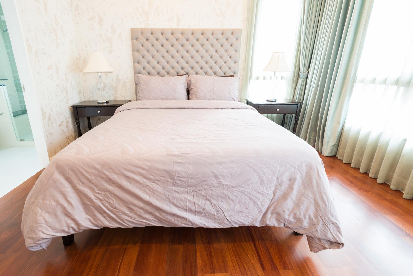 Спальня в хрущевке: интересные идеи для маленьких квартир (25 фото)