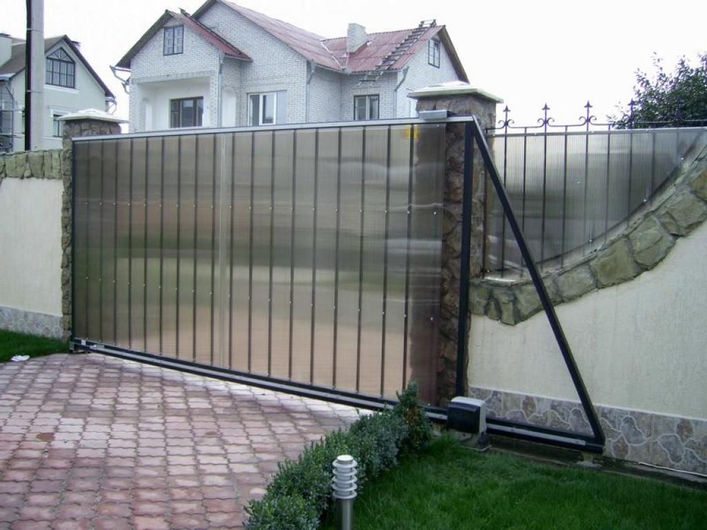 Подвесные ворота с откатным механизмом