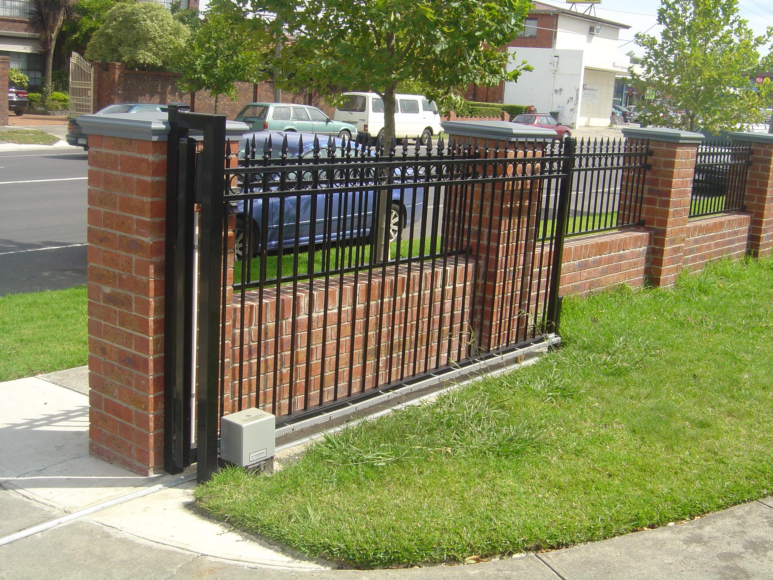 Ворота с автоматическим механизмом открывания