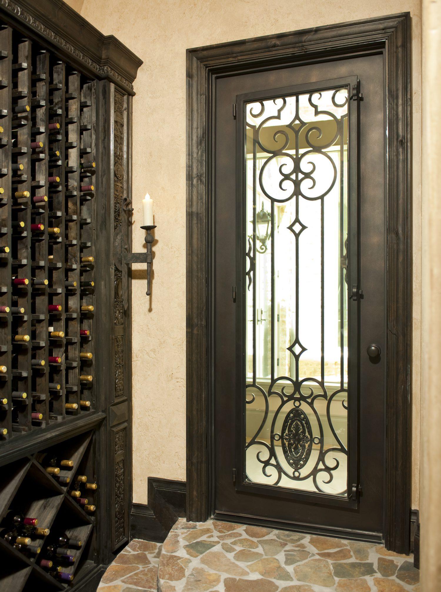 Кованая металлическая дверь