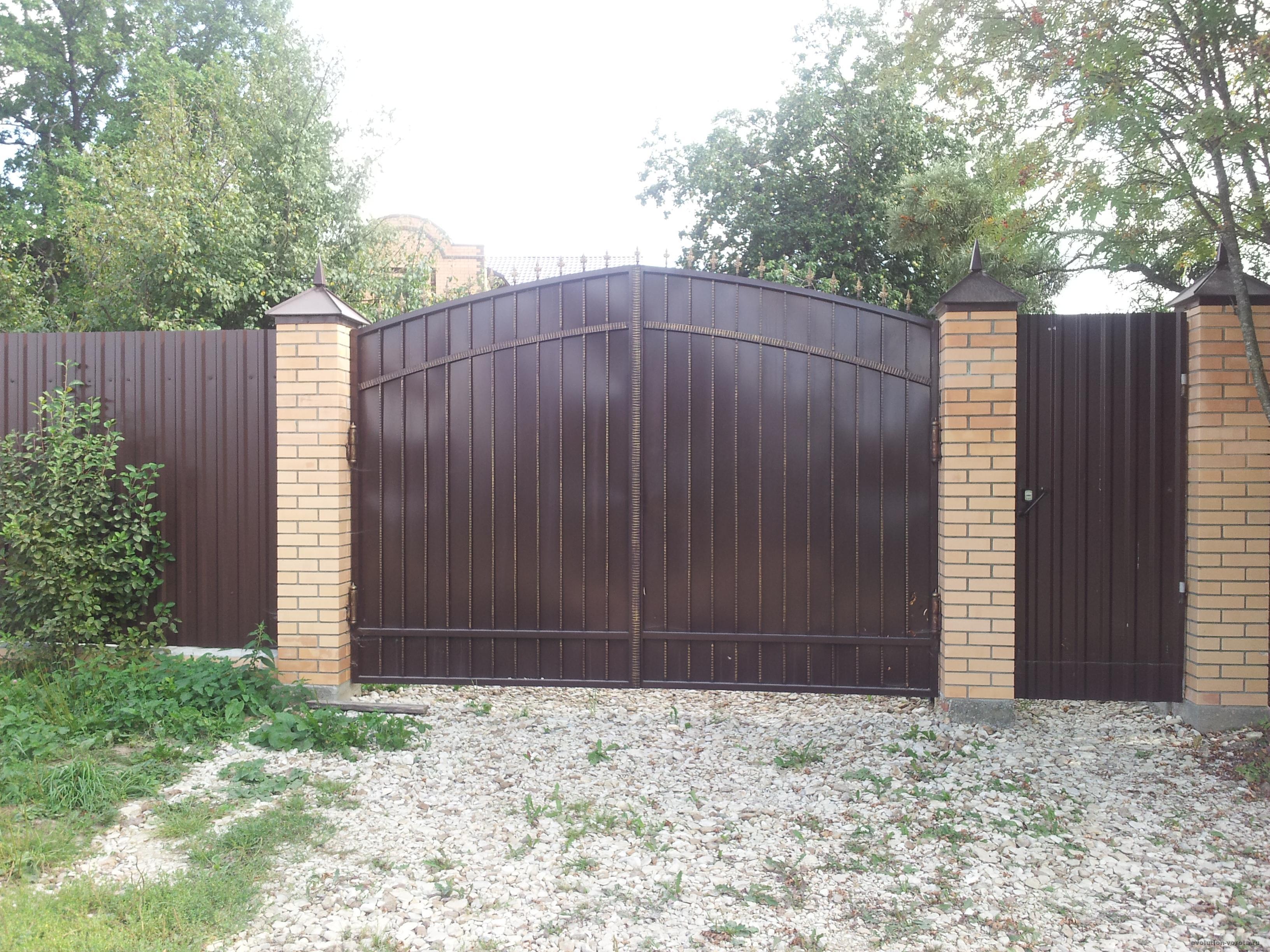Ворота из профнастила металлические