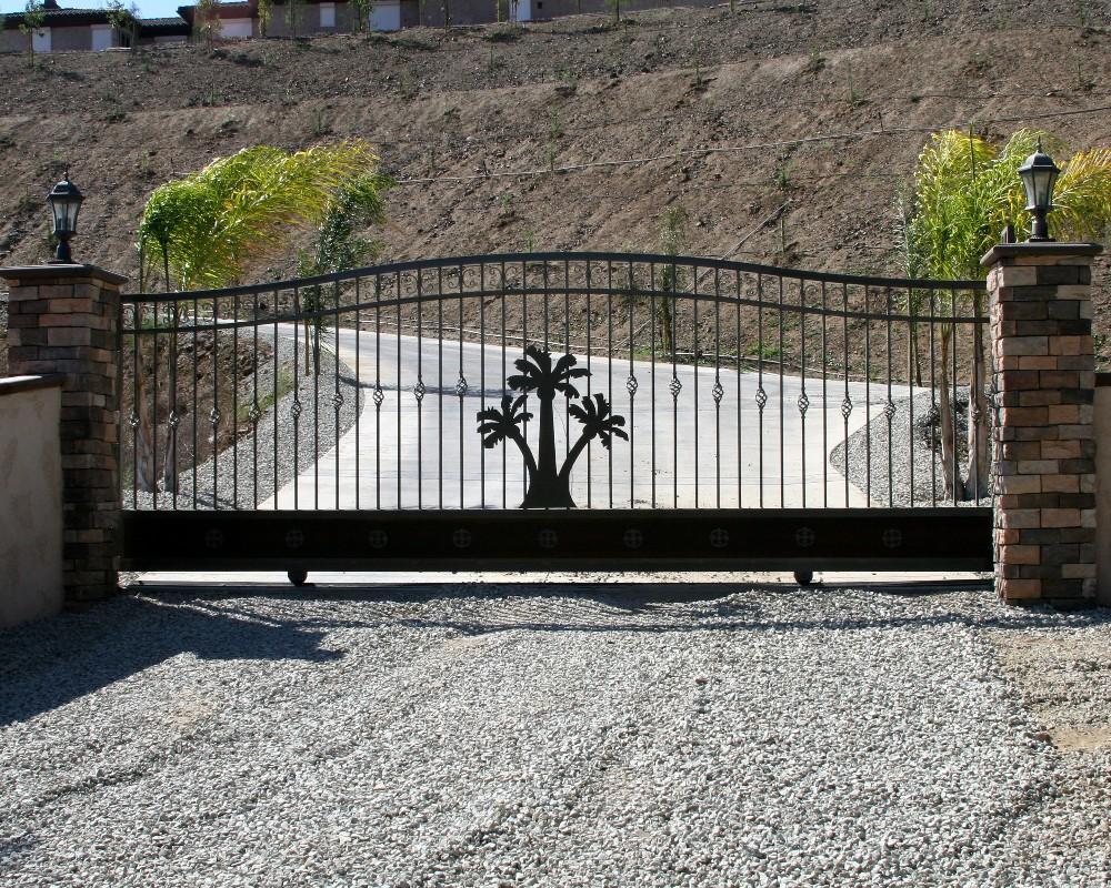 Вертикальные ворота из металла