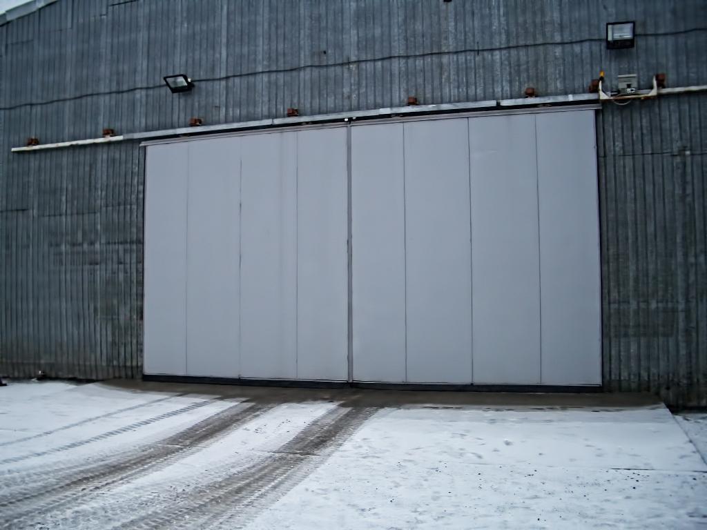 Подвесные металлические ворота