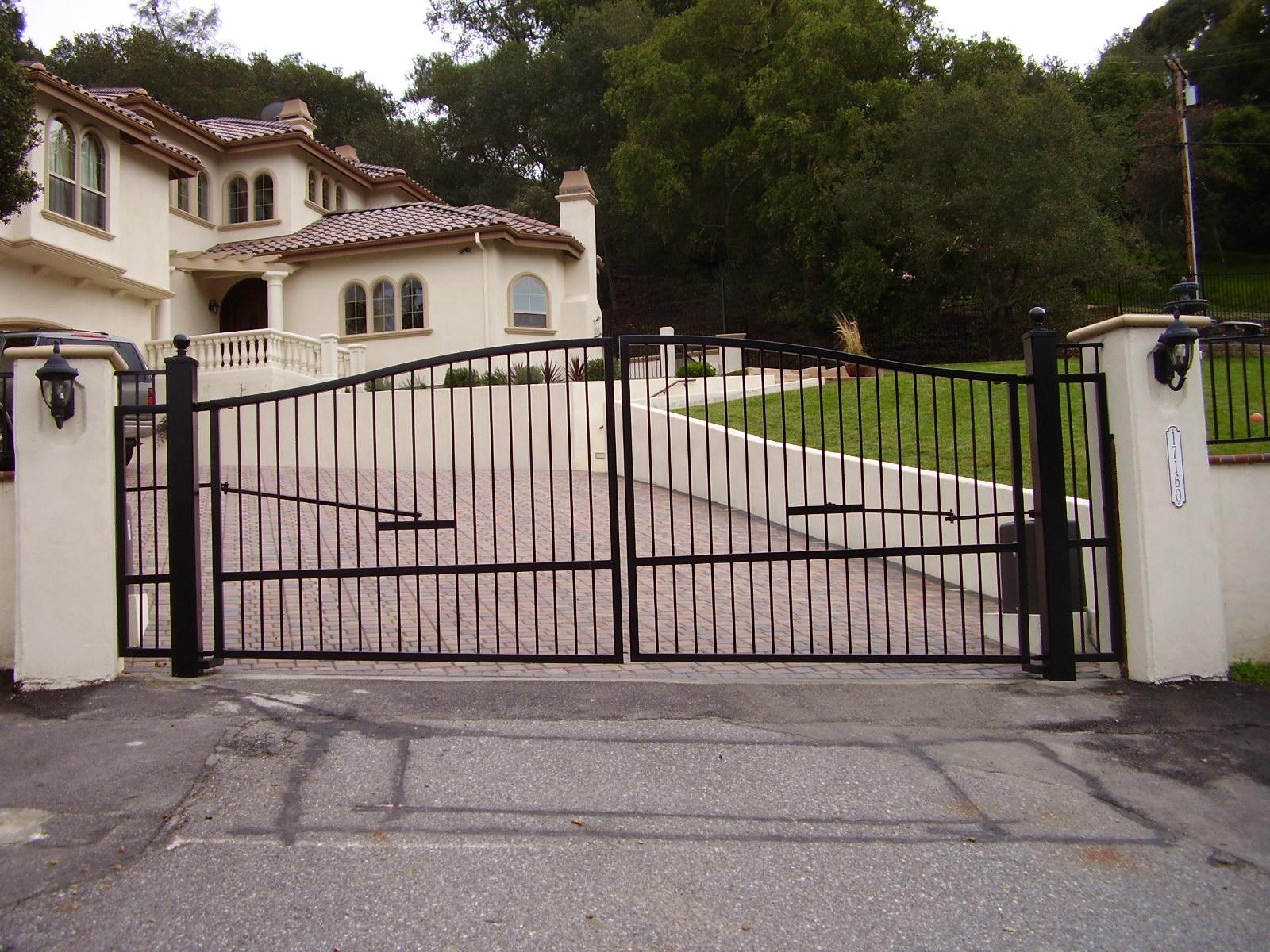 Подъемные металлические ворота