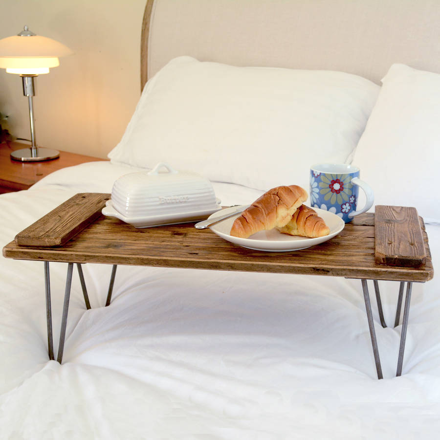 Столик для завтрака из металла