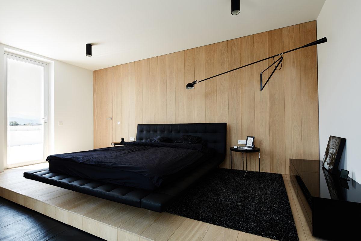 Черная кровать в стиле минимализм