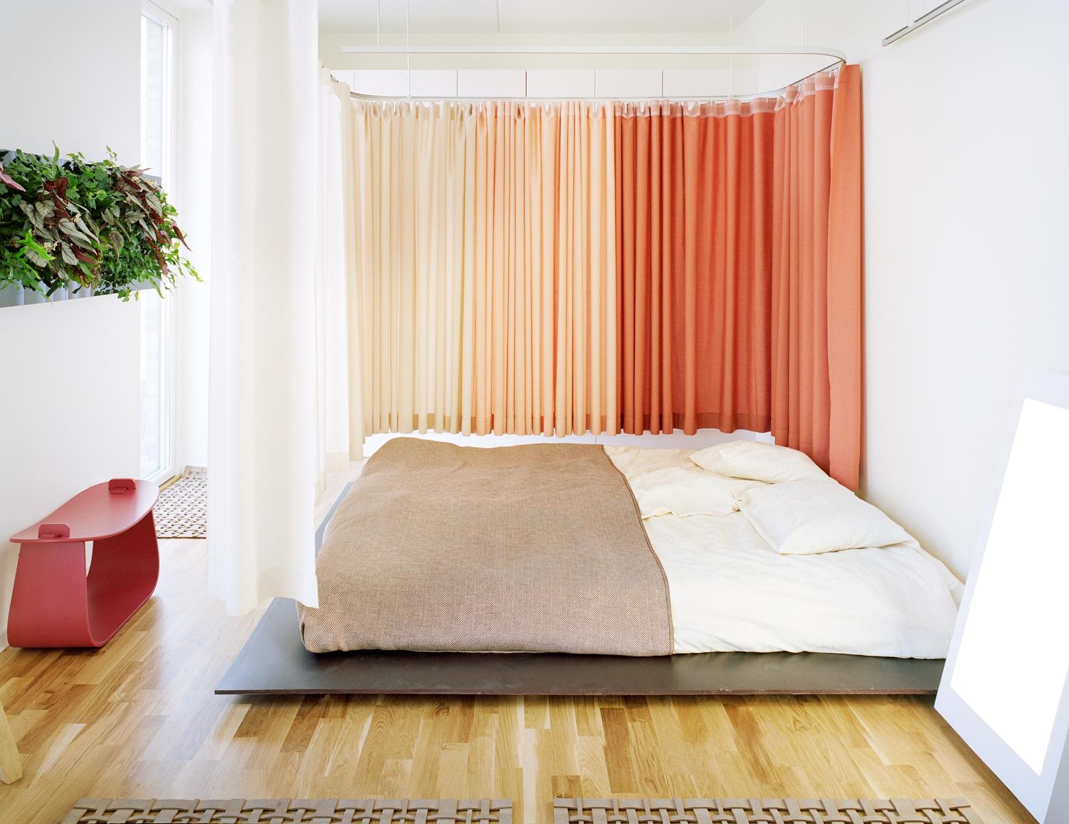 Персиковые шторы в стиле минимализм