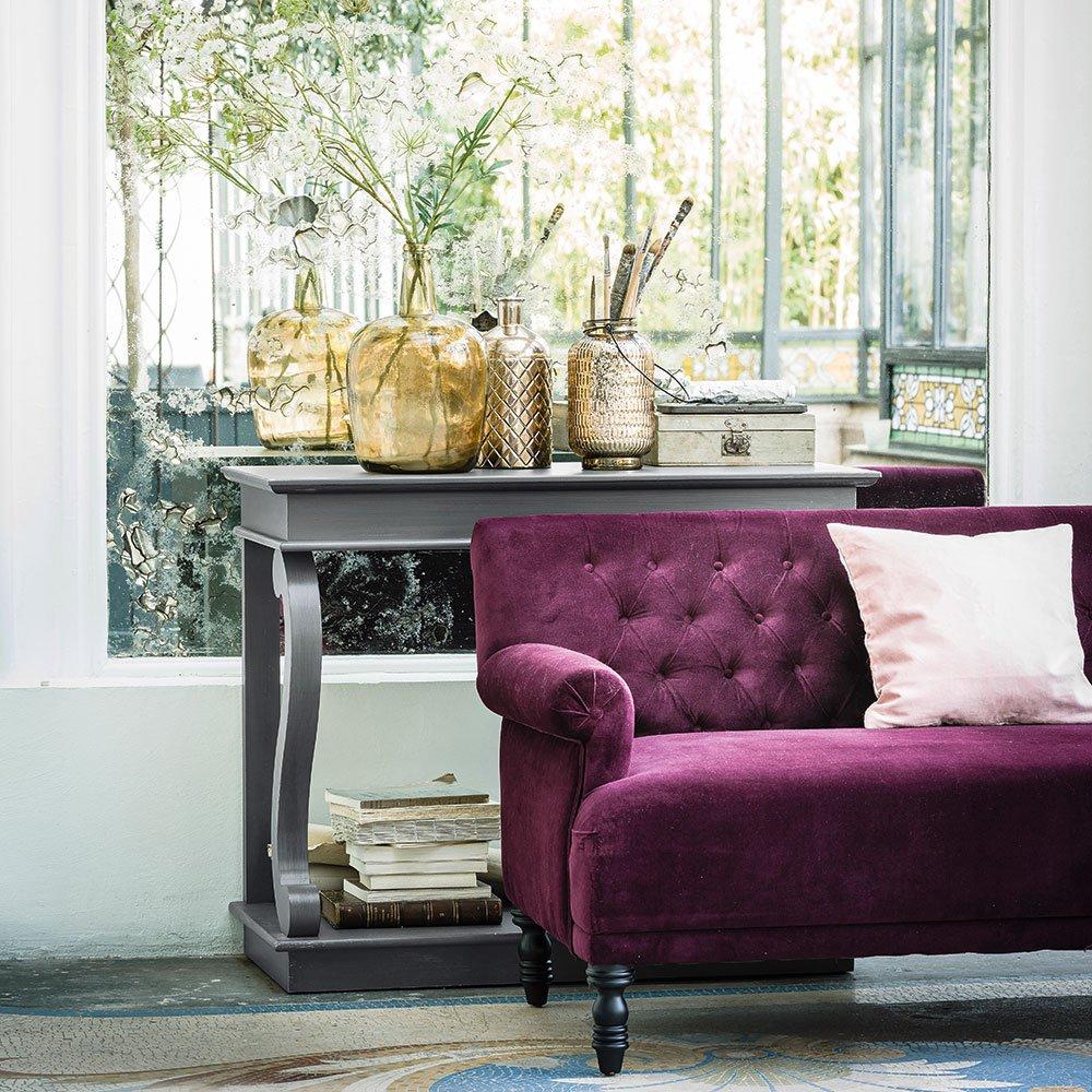 Фиолетовый диван в стиле модерн