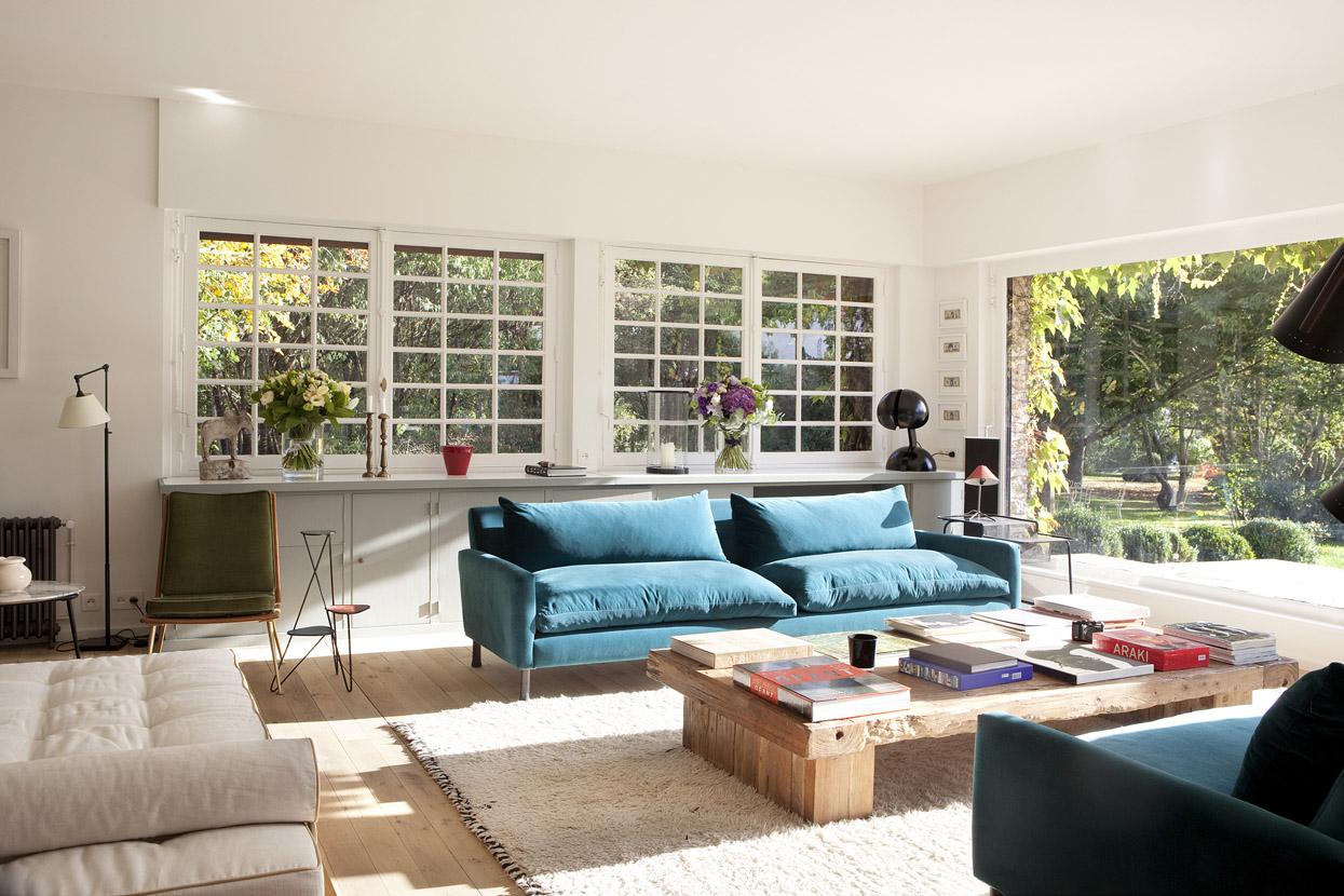 Бирюзовый диван в стиле модерн