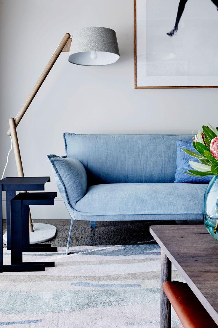 Голубой диван в стиле модерн
