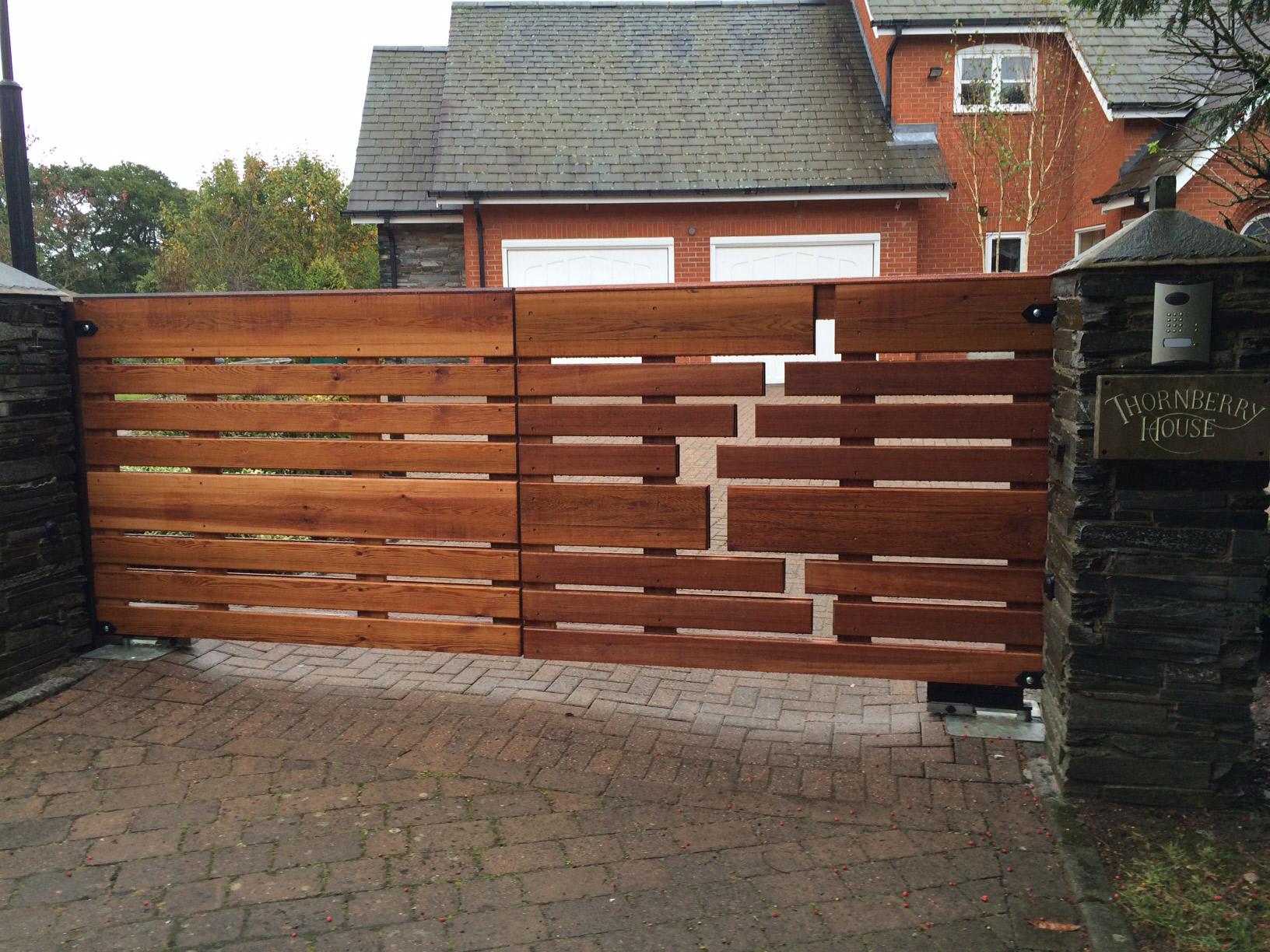 Деревянные ворота в стиле модерн
