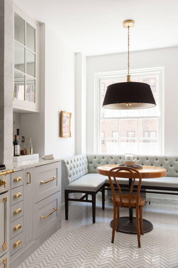 Угловой диван на кухню в стиле модерн