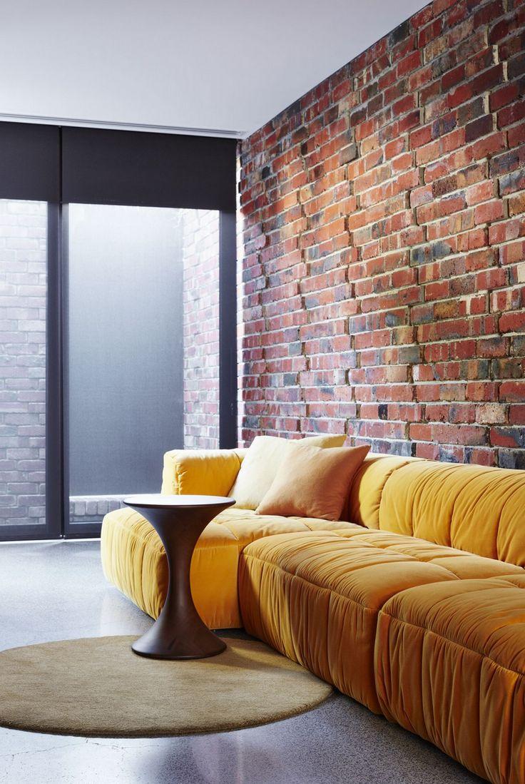 Желтый модульный диван