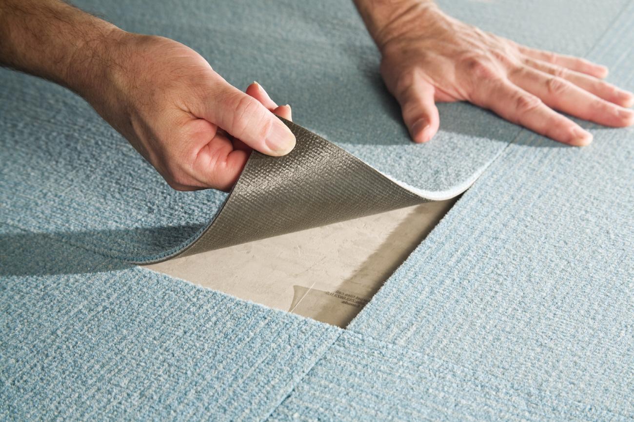 Новинка сезона: ковровая плитка в интерьере (26 фото)
