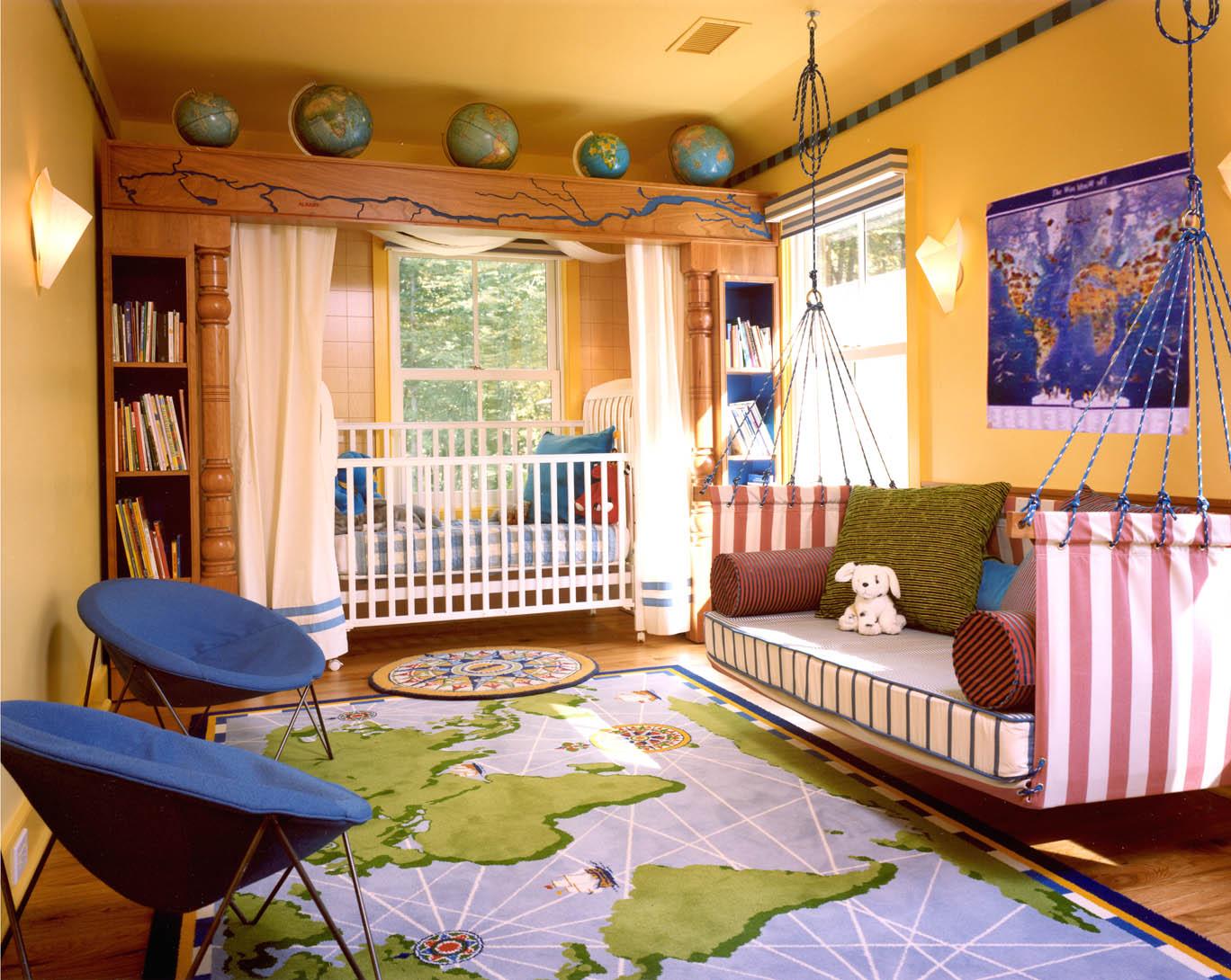 Диван для комнаты девочки в морском стиле