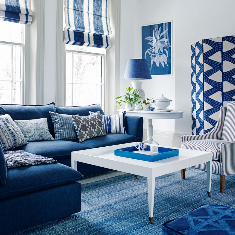 Синий диван в морском стиле