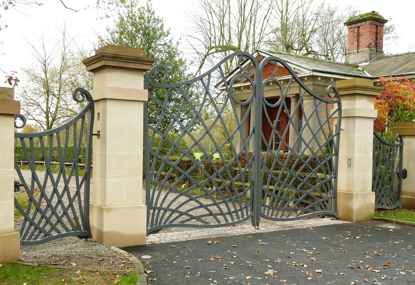 Столбы для ворот из мраморной плитки