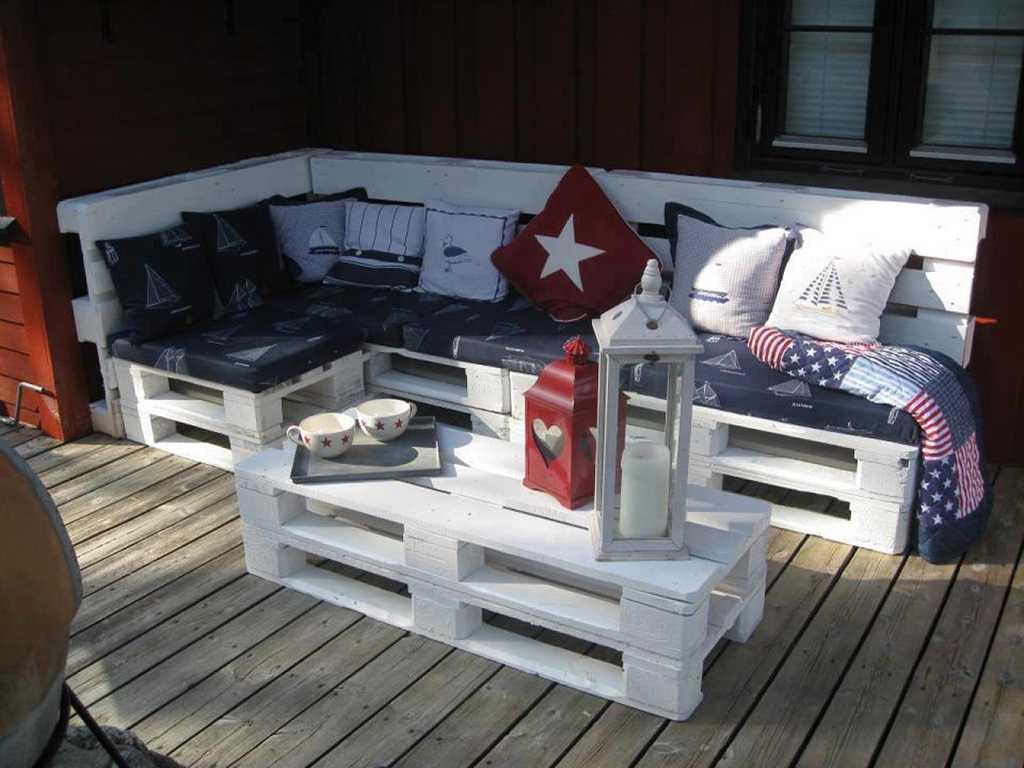 Мягкий диван из паллет