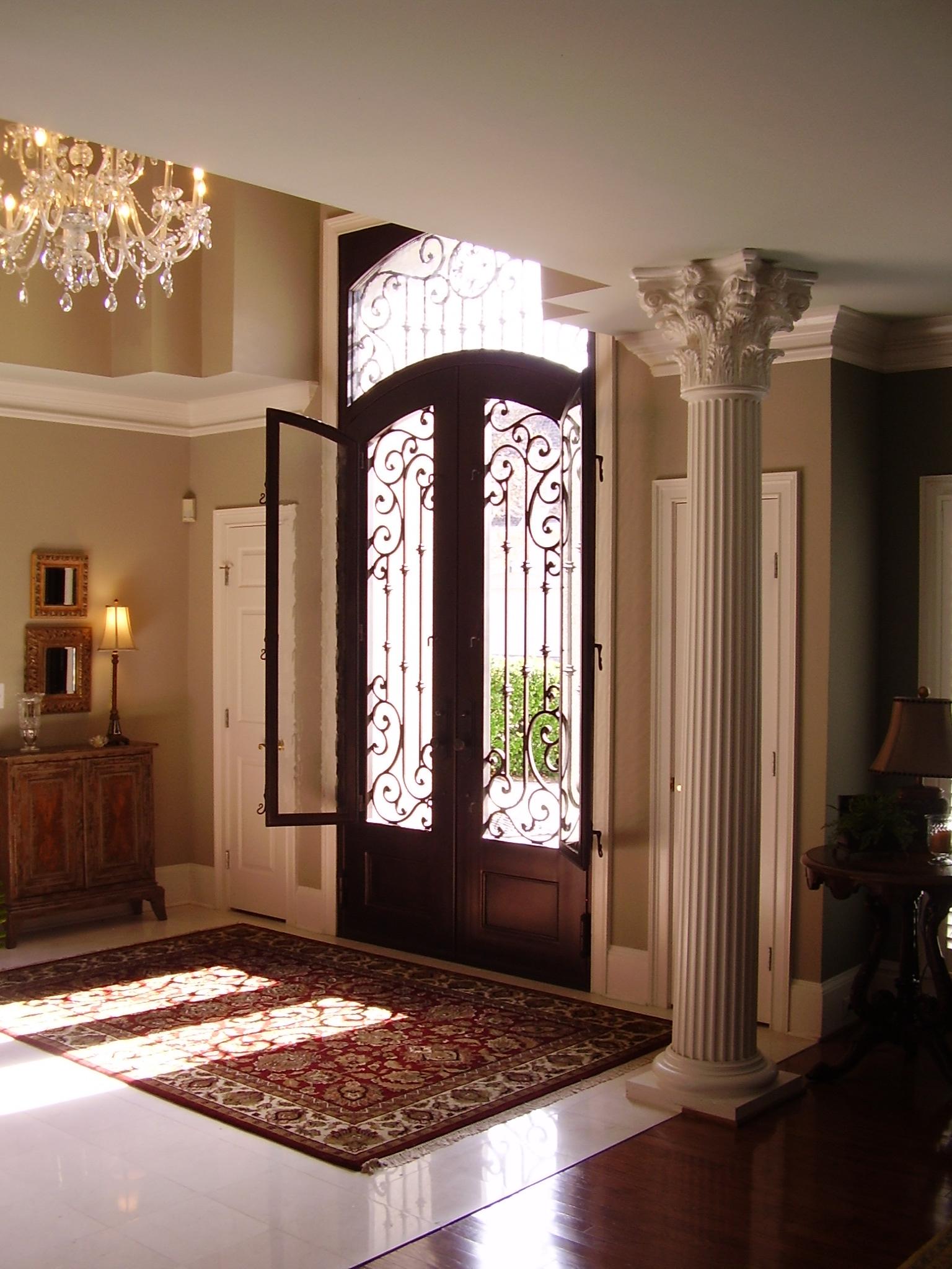 Кованая дверь с накладкой