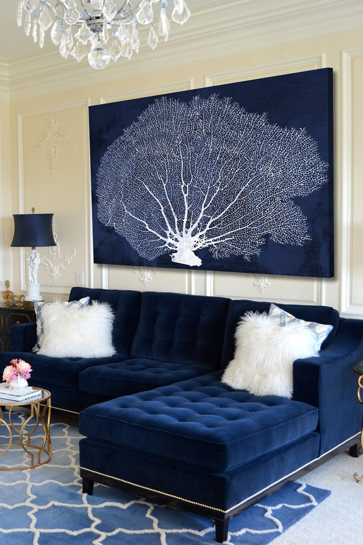 Синий диван в стиле неоклассики