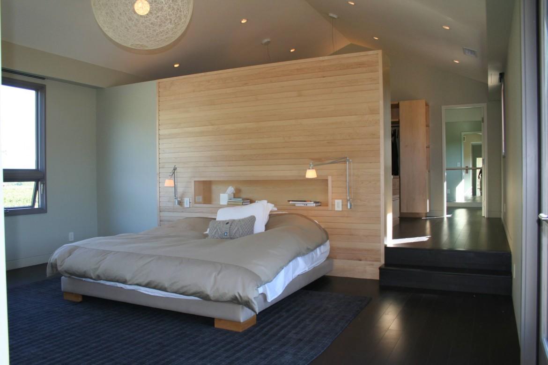 Кровать с нишей в изголовье