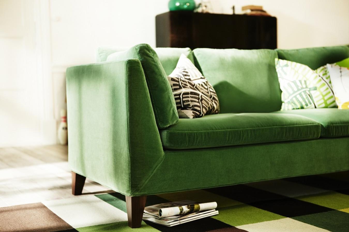 Зеленый диван на ножках