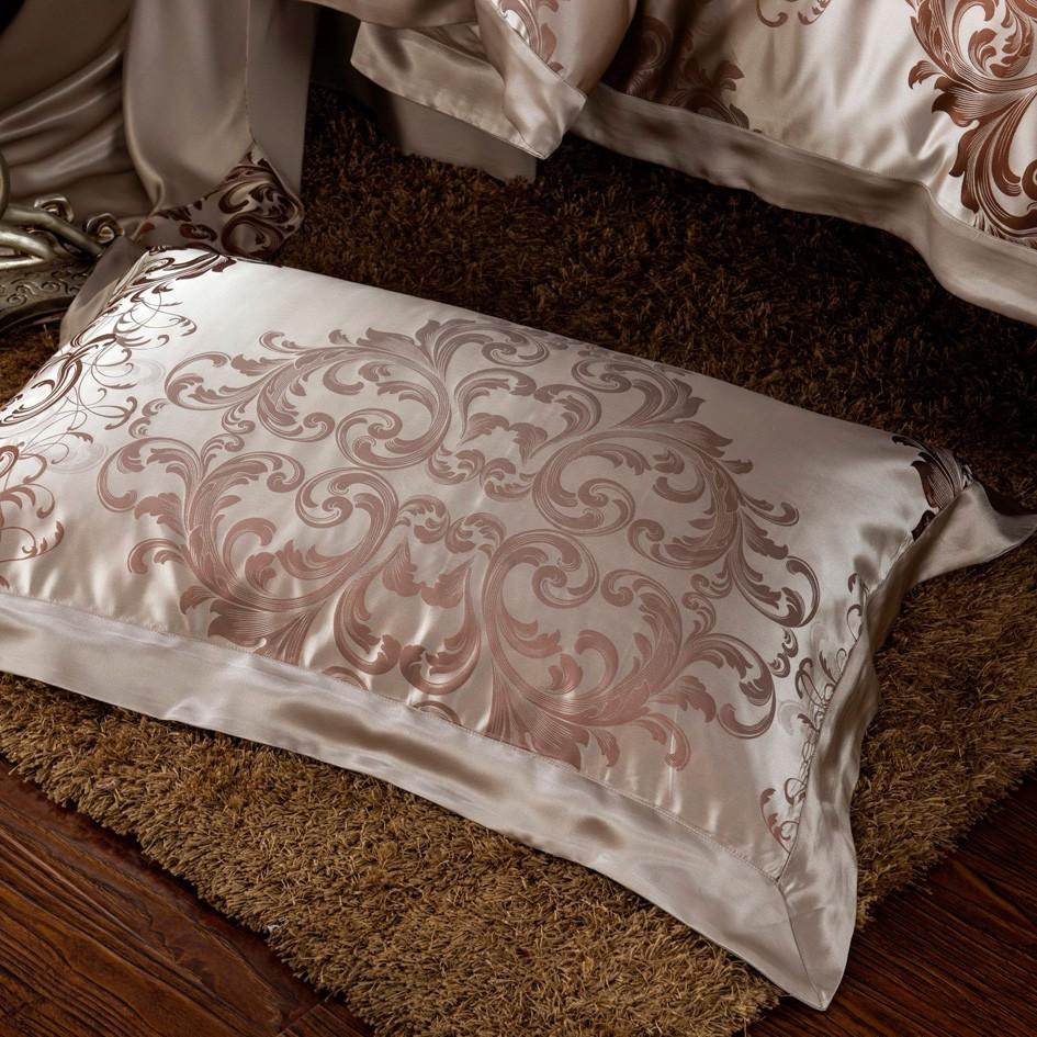 Шелковое постельное белье с орнаментом