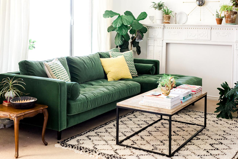 Зеленый диван с оттоманкой